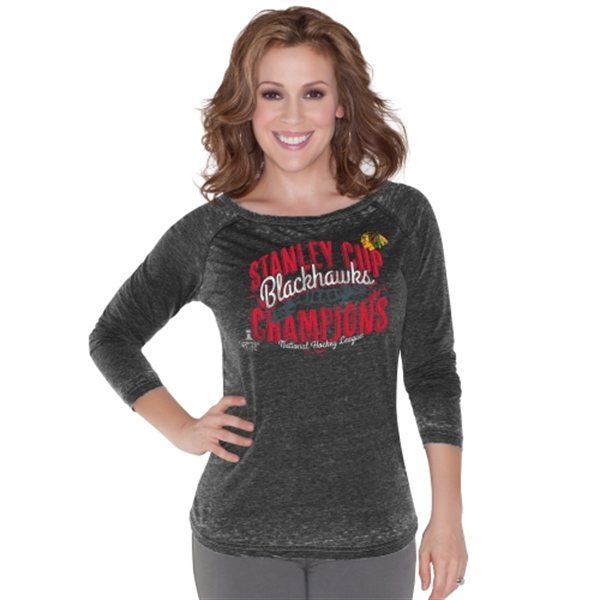 Alyssa Milano Dámské tričko Chicago Blackhawks 2015 Stanley Cup Champions Boatneck Raglan Velikost: L